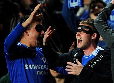 CĐV Chelsea bắt đầu hò hét ăn mừng