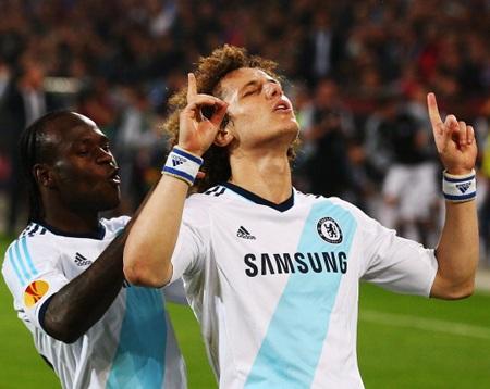 Cú đá phạt thành công của Luiz đã đem lại chiến thắng cho Chelsea