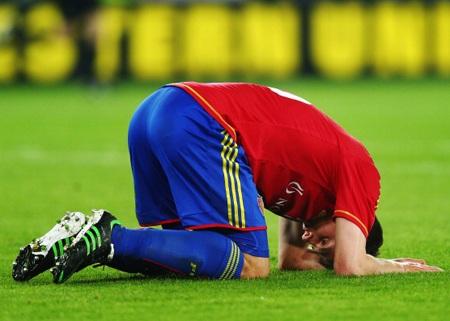 Sự thất vọng của Schar sau khi đội bóng của anh bị thua ở phút bù giờ