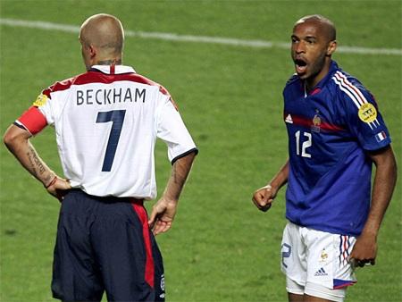 ...khiến Anh thua Pháp 1-2