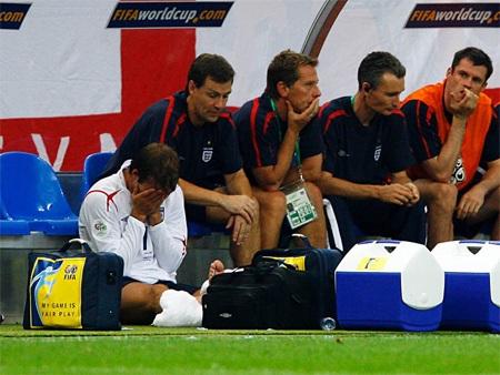 Một cú sút phạt thành công của Becks đã giúp Anh thắng Ecuador 1-0