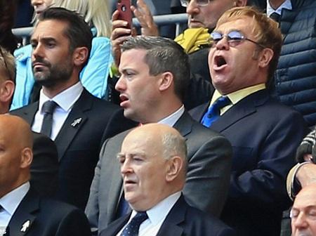 Elton John đến cổ vũ cho Watford, đội bóng ông có cổ phần