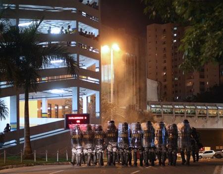 Rất nhiều cảnh sát được được cắt cử để bảo vệ những khu vực nhạy cảm