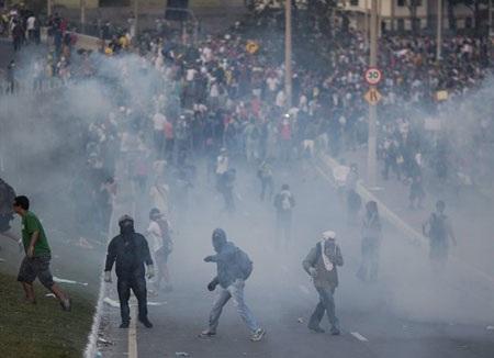 Xung đột là điều khó tránh khỏi khi người biểu tình đang rất ức chế với chính phủ