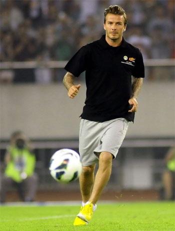 Beckham xỏ giày ra sân thi đấu ở Trung Quốc