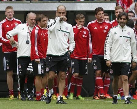 Không lâu khi ra mắt trước Bayern Munich, Guardiola đã bắt tay vào tập luyện cùng đội