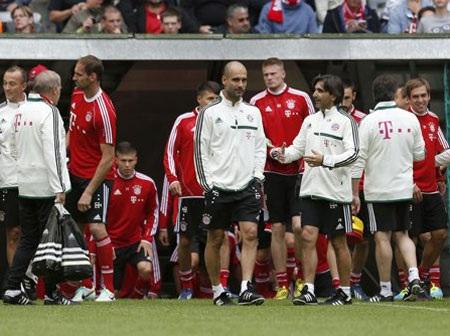 Đội hình của Bayern gần như đủ cả, ngoại trừ một vài cầu thủ đang tham dự Confederations Cup