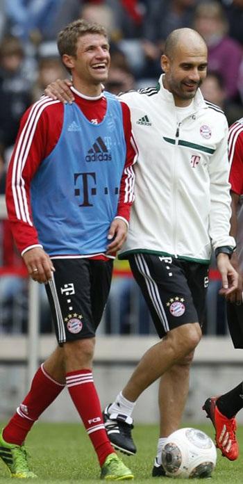 Guardiola tươi cười với Muller