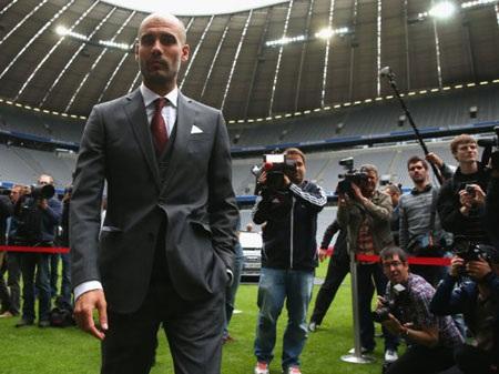 Pep cũng bước ra sân Allianz Arena