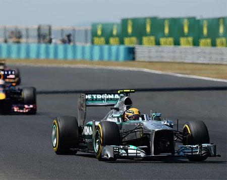 Chiếc xe của Hamilton quá mạnh