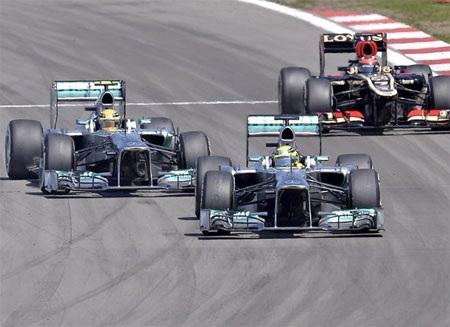 Bộ đôi của Mercedes đã có một chặng đua thất bại