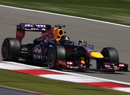 Vettel đã nhanh chóng vượt lên dẫn đầu đoàn đua