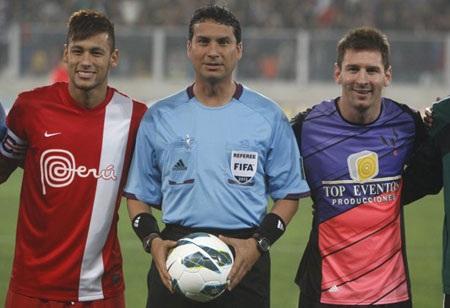Neymar khi gia nhập Barca cũng đã hết lời ca ngợi Messi