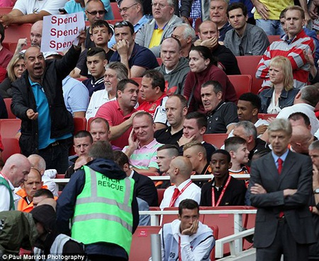 Sự hà tiện đang làm khổ Arsenal