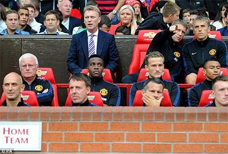 Moyes lần đầu được ngồi chiếc ghế của Fergie để lại tại Old Trafford