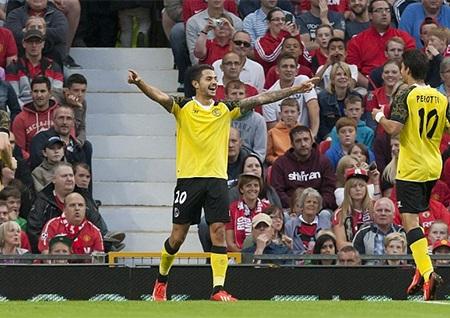 Vitolo mở tỷ số ở phút 21 sau khi Ferdinand mắc lỗi