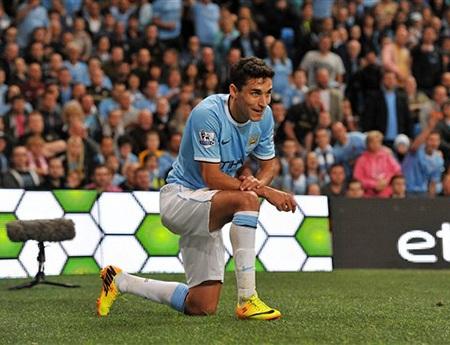 Tân binh Navas có trận đầu tiên cho Man City tại Premier League, anh đảm nhận cánh phải