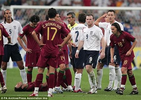 Hè 2006, Ronaldo đã hí hửng vì Rooney bị đuổi