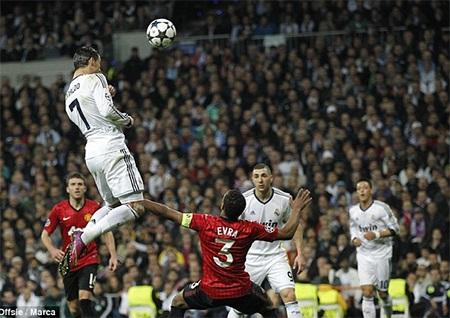 Ronaldo ghi bàn vào lưới đội bóng cũ MU. Mùa giải vừa qua Real trắng tay