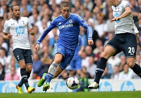 Torres bất ngờ được Mourinhobố trí đá ngay từ đầu ở vị trí tiền đạo cắm