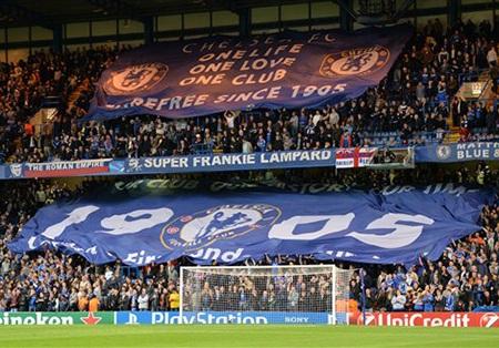 Các CĐV Chelsea thể hiện tình yếu với đội bóng trước trận đấu với Basel