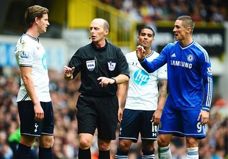 Thường xuyên theo nhau, Torres và Vertonghenđãxảy rava chạm