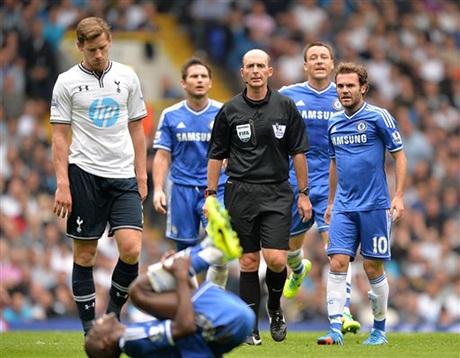Sang hiệp 2, Mata vào sân, Chelsea đã chơi tốt hơn nhưng họ phải đối mặt với Tottenham chơi khá rắn