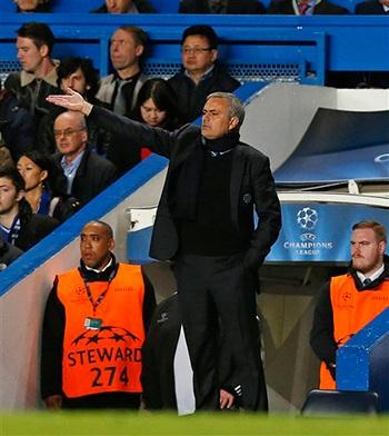 Ông liên tiếp đưa ra các chỉ đạo cho Chelsea