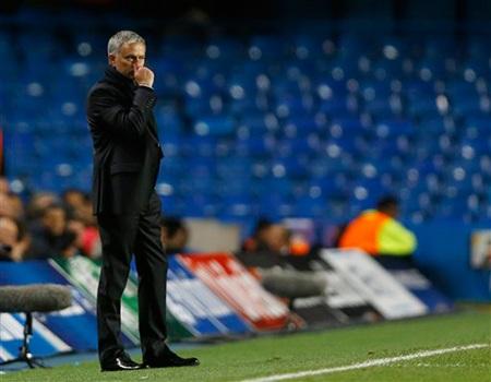 Mourinho lặng yên bên đường pitch