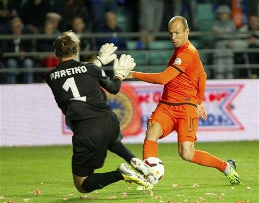 Hà Lan đã khởi đầu thuận lợi với bàn thắng sớm của Robben