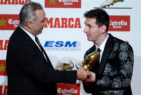 Với 46 bàn thắng ở La Liga mùa giải trước, Messi đã thành chủ nhân Chiếc giày vàng châu Âu 2013