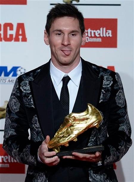 Giày đẹp, nhưng áo vest của Messi lại bị chê... xấu