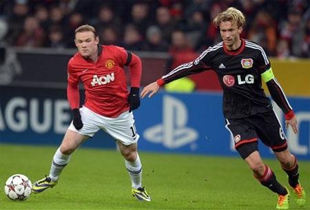 Rooney hoạt động hiệu quả ở tuyến trên, anh luôn gâyđượcáp lực lớn cho đối phương
