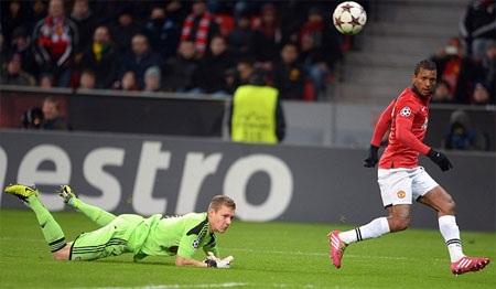 Đến phút 89, Nani cũng đặt dấu ấn riêng với bàn ấn định chiến thắng 5-0
