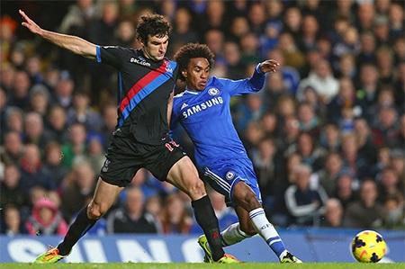 Kết quả thắng 2-1 giúp Chelsea rút ngắn khoảng cách với Arsenal xuống còn 2 điểm