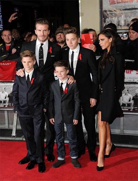 Beckham đi cùng vợ và các cậu con trái., thiếu vắng duy nhất là cô con gái út