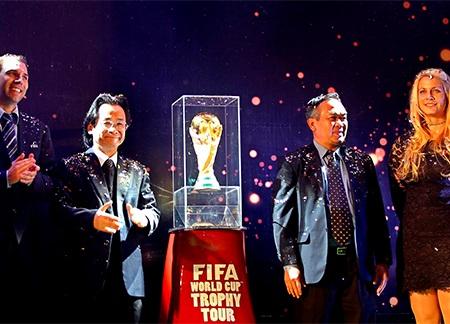 Cúp vàng World Cup đã tới Việt Nam, ảnh: Minh Phương