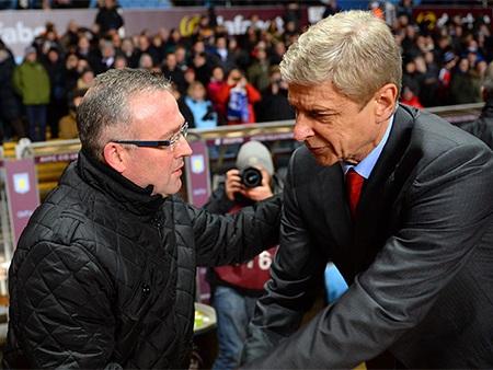 Hai chiến lược gia bắt tay nhau trước trận đấu