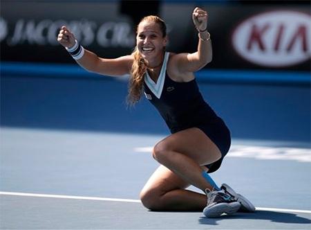 Niềm vui sướng của Cibulkova sau khi giành chiến thắng