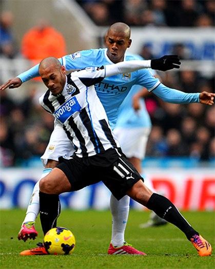 Man City chủ động phòng thủ sau khi có được bàn thắng trong khi Newcastle ào lên