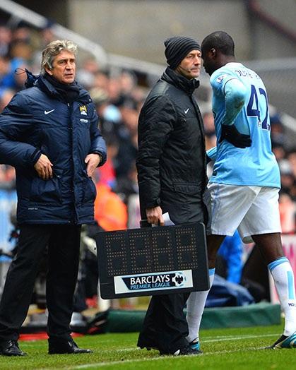 Man City có một trận đấu không dễ dàng, Yaya Toure sớm tái phát chấn thương và rời sân