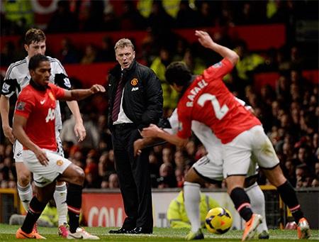 Moyes trông khá sốc khi trận đấu mới bắt đầu