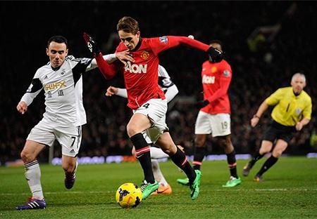 Tiền vệ trẻ người Bỉ hoạt động rất năng nổ và anh trở thành một mũi nhọn đáng gờm của MU ở trận này