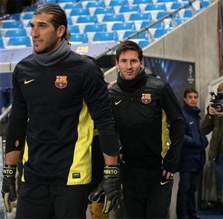 Barcelona sẵn sàng đối đầu với thời tiết ẩm ướt ở Anh