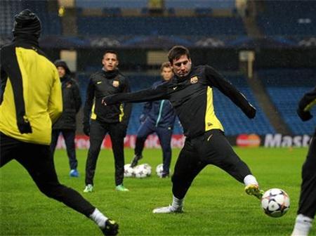 Mặc dù vậy buổi tập của Barcelona vẫn diễn ra bình thường