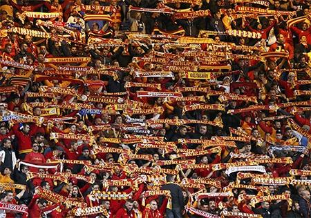Cổ động viên Galatasaray đến khá đông để cổ vũ cho đội khách