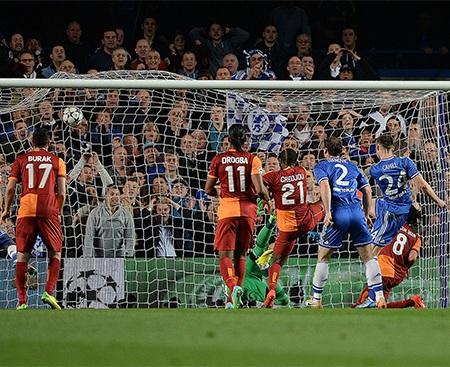 Eto'o giờ là người hùng mới trong mắt người hâm mộ Chelsea