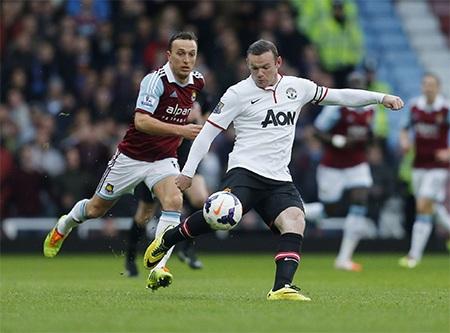 Phút thứ 7, Rooney sút bóng từ giữa sân