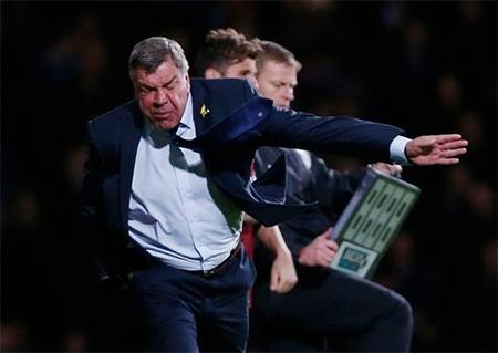 Allardyce bực mình với màn trình diễn tồi của các học trò