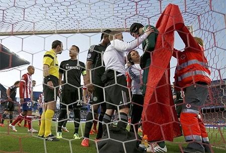 Thủ thành Courtois được thi đấu chống lại câu lạc bộ chủ quản